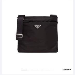 SOLGT   2 år gammel Prada 'Fabric Shoulderbag' 🖤 Alt medfølger, ægtehedsbevis, spænde, æske og dustbag
