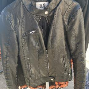 Brugt meget få gange, mega fed læder jakke