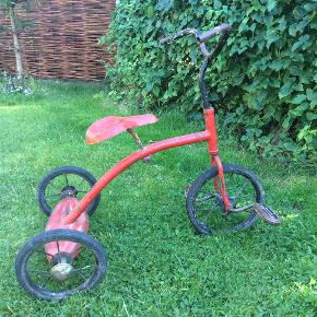 Unisex børnecykel, trehjulet  Vintage, retro, fra omkring 1940'erne, fremstår med smuk lækker patina og sjæl, perfekt til deko i hjemmet el. i et udstillingsvindue. Ses og afh. Nyk. F.