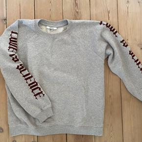 """Sælger min Ganni """"Love is science"""" trøje. Passer en S og XS Den er i god stand og har ingen flaws"""