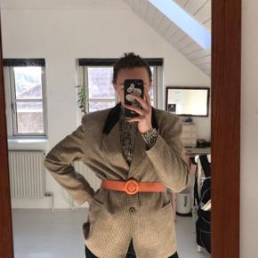 Fed forårs blazere. Den er ret stor i størrelsen, jeg er en medium. #30dayssellout