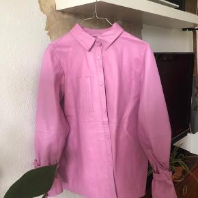 Flot jakke købt i sommeren 2018, men brugt få gange. Nypris 2200 kr