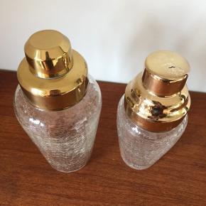 """Smukke gamle patinerede """"guldshakere"""" i krakeleret glas ❤️❤️❤️ Så fine til fx hjemmebaren 👌🏻✨✨Pris hhv. 250/300,- kr."""