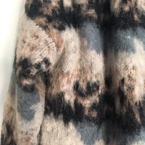 Rigtig blød og lækker cardigan/jakke fra Object. Indeholder mohair uld ❤️👌🏼  Den er oversize så den passer Xs/S og en lille M.  Brugt et par gange.