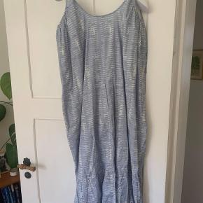 Flotteste strop kjole fra Nué Notes. Aldrig brugt, ny med prismærke.