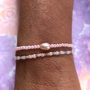 Håndlavet armbånd med rosa ferskvandsperle 🌸 30kr. Kan kombineres med pastelfarvet glasperle armbånd til 15kr. 🌼