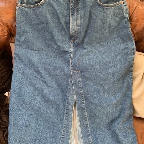 Super cool nederdel fra ASOS. Det er en str. 18, men svarer nok til 44/46