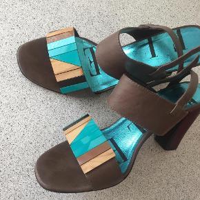 Varetype: Sandaler, stiletter Farve: Dådyr Oprindelig købspris: 1099 kr.  Brugt en gang til fest:) se foto.