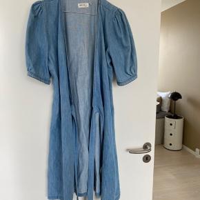 Super smuk denim kjole fra Gestuz - brugt få gange