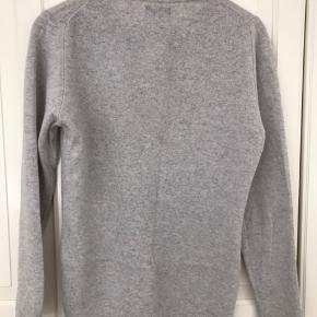 Uldsweater fra magasin, 100% ekstra fine lambswool.