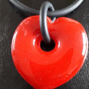 Smuk halskæde i Murano glas og med sort snor. 45 cm.  Meget mørkere end på billedet.
