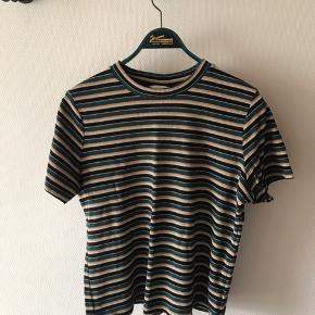 Grøn og guld stribet tshirt fra h&m i str Xl. God men brugt