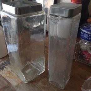 2 glas krukker Prisen er fast, men ved køb af 4 annoncer er den billigste gratis. Ingen røg. Kan kun afhentes på min adresse på Mimersgade - ydre Nørrebro eller sendes med gls eller post nord