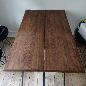 Super flot bøgetræs-bordplade! hvis den får en gang olie vil den stå som ny. Bukke-ben fra ikea medfølger, samt korte ben, således at det kan bruges som sofabord også. Bredde 67cm Længde 140cm