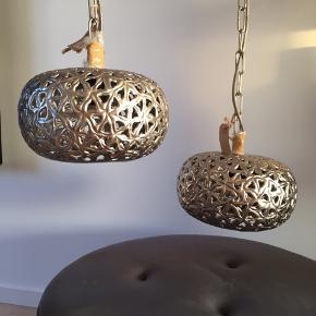 2 flotte loftslamper stk pris 200,00 Ny pris kr 325,00 stadig med prismærker