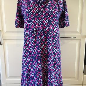 Herlig kjole i blødt Jersey. Brugt få gange og derfor næsten som ny.