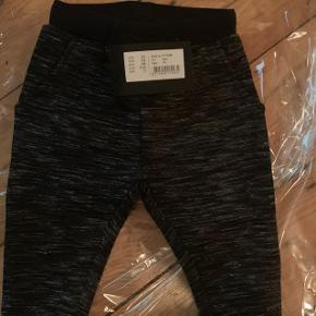 Helt nye bukser fra Petit i str.74. Jeg sælger også trøjen der passer til (str.68)Nypris 229,-