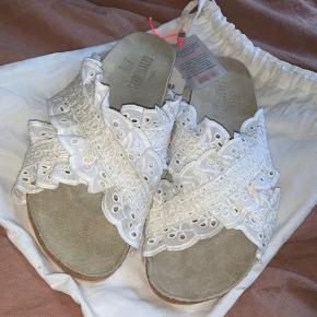 Beck Søndergaard sandaler  Fra i års kollektion  Helt udsolgte  Sælges kun hvis jeg får prisen for dem :-) De er aldrig brugt og kvittering og dustbag medfølger