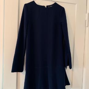 Sød mini kjole i navy blå