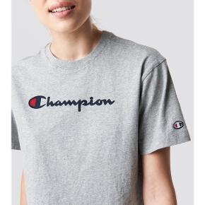 Xs Champion t-shirt. Nærmest ikke brugt, fremstår som ny. Byd!