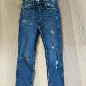 Jeans fra hm aldirg brugt da de er købt for små