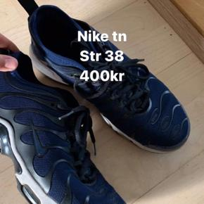 Nike tn sko i mørkeblå sælges Str. 38  Afhentes i Aalborg Øst eller sendes på købers regning