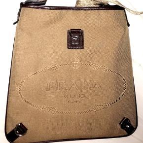 BYD⁉️ En lækker Prada taske. ❗️ÆGTE❗️  -Kom med spørgsmål hvis du i tvivl.