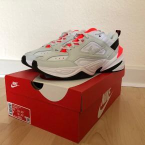 Sprit nye Nike snekears str. 41. - stadig i æske. Sender gerne på købers regning, fragt 45 kr med Dao.