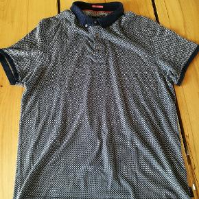 Sort/grå mønstret Ted Baker polo.  Størrelse: large .