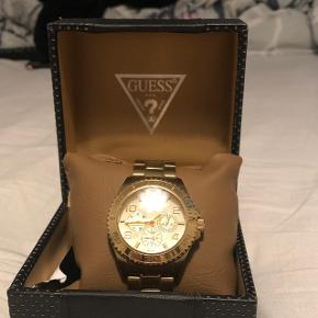 Guld Guess ur, har lidt brugsridser, men er minimalt. Ny pris var 1600 på Oslo båden den 16/4-2014