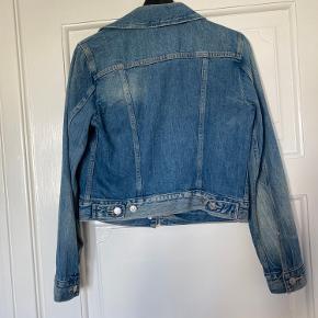 Fin cowboy jakke købt i Levis butikken på Strøget. Fejlkøb derfor aldrig brugt