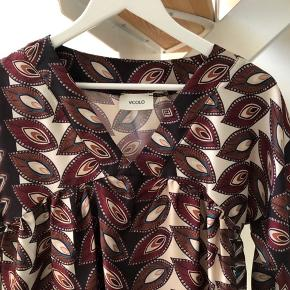 Helt ny tunika fra Vicolo. Str. M. Gyldne farver. Nypris kr. 1.499.