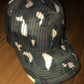 Helt ny Tiger of Sweden cap, sælges kun da den ikke passer ordenligt!  One Size.  Handler via Mobilepay og sender med DAO