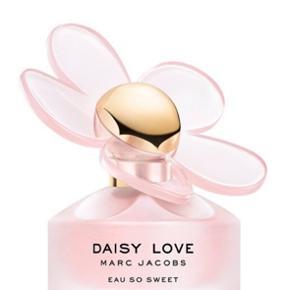 Eau so sweet parfume fra Marc Jacobs, brugt 1 gang Sælges da jeg ikke får den brugt Sælges gerne så tæt på nypris som muligt da den er så god som ny
