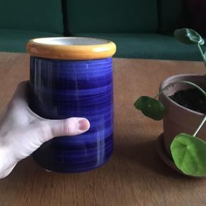 Håndmalet keramik vase  Brugt i køkkenet til at have grydeskeer i I perfekt stand!