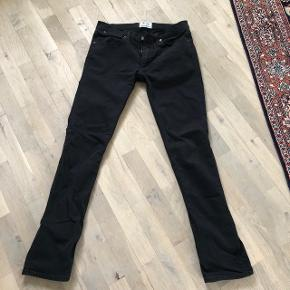 Super fine acne jeans model max stay cash i str 34/34. De er i den meget gode ende af god men brugt og fremstår som næsten nye.