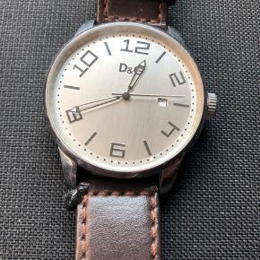 Et moderne ur med nyere rem