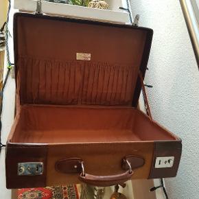Perfekt gammel kuffert 48cm bred-38 cm høj med hank og 14 cm dyb
