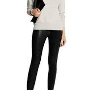Denne populære sweatshirt er en fransk str. 38 som svarer til en dansk str. 36. Velholdt  Jeg handler kun via mobilepay