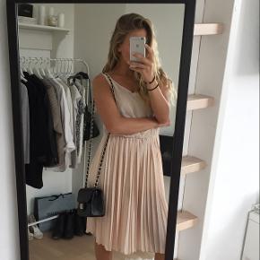 Fineste kjole Underkjole medfølger Str S, passes også af medium
