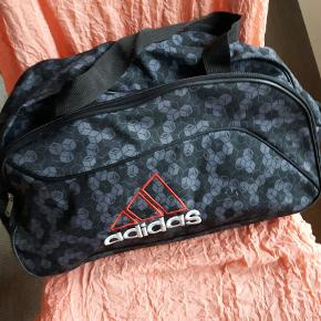 Adidas sports taske med 2 rum