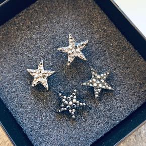 Stjerneørestikker i oxyderet og sort. De oxyderede mangler 1 lille sten og de sorte 2. Ellers er de i fin stand. Prisen er pr par! SE OGSÅ MINE MANGE ANDRE ANNONCER 🥰