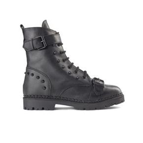 Helt nye støvler i str 40 sælges. Modellen hedder Hailey lace up metal.  De var en gave og er desværre for store.  Bytter ikke.