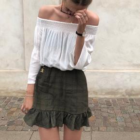 Verge Girl nederdel,  Så god som ny. Bruger den ikke, derfor sælges.  Nypris: 499  Køber betaler fragt!  🚫 BYTTER IKKE 🚫  Bud er velkomne - men realistiske tak 😉
