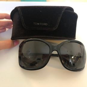 Sælger disse smarte sorte Tom Ford solbriller.   Nypris 2300-2500kr. Sælges for 900kr.