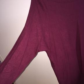 Halløj❤️ Sælger denne bluse fra Street one.   Købt i Tyskland🐝  Mener den nye pris var 200 kr??  Sender ikke, afhentes i Albertslund.❤️