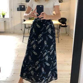 Rigtig fin nederdel, passer en small eller en lille medium