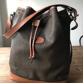 Sælger denne skønne mulberry taske.. Den fremstår i rigtig Go stand...