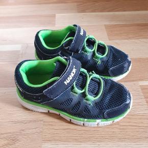 Nanok sneakers