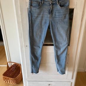 """Jeans fra Weekday i str. 30. Modellen hedder """"Thursday"""". Brugt nogle gange."""